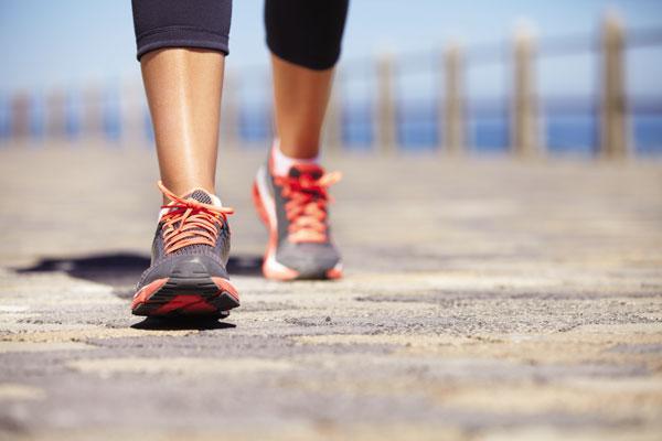 Đi bộ bất cứ khi nào có thể là cách ngừa bệnh tiểu đường