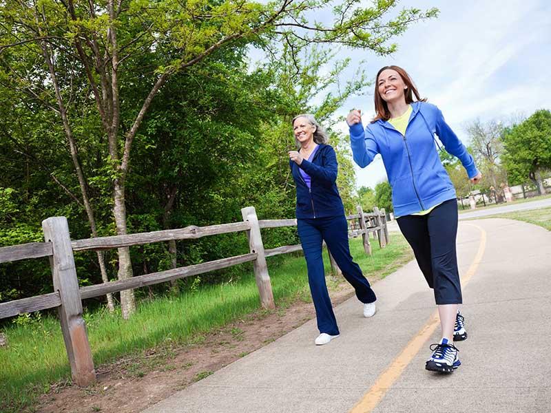 Đi bộ là một trong những bài tập cho bệnh nhân tiểu đường