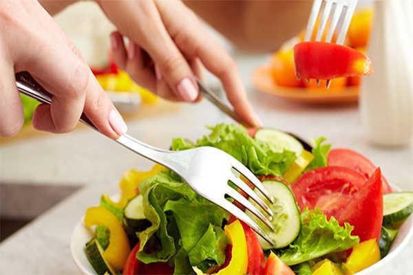 Hạn chế bệnh về mắt do tiểu đường: Ăn uống lành mạnh