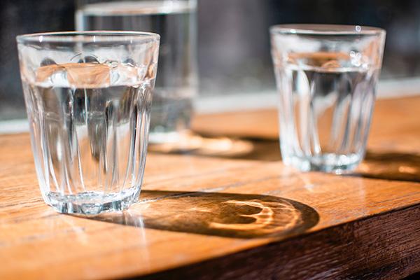 Người bệnh tiểu đường cần tuân thủ nguyên tắc uống nước đầy đủ