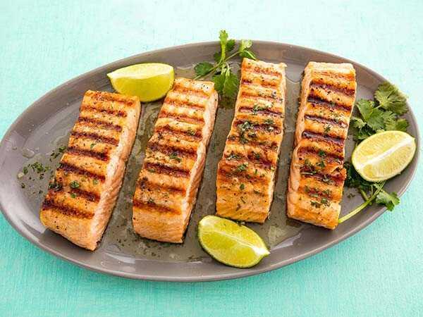 Người mắc tiểu đường có được ăn hải sản không cá hồi nướng
