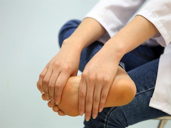 Điều trịtê bì chân tay ở người tiểu đường