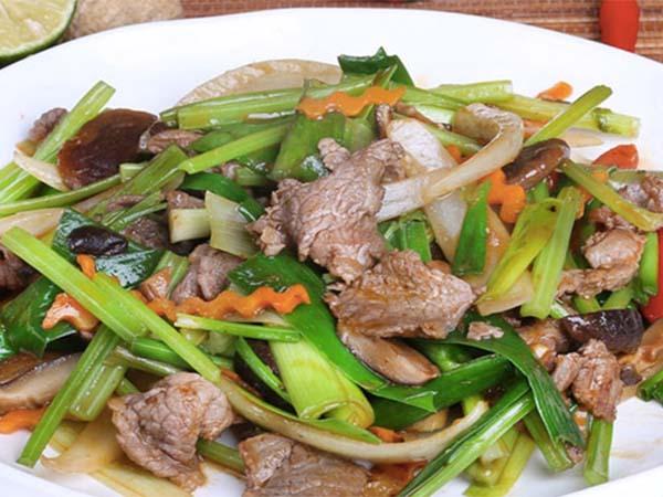 Món ăn giúp hạ đường huyết thịt heo xào hành tây