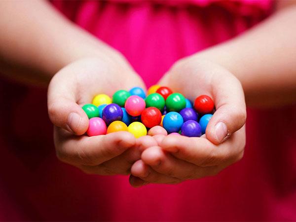 Người bệnh tiểu đường khi đi máy bay nên mang theo 1 chút kẹo ngọt để phòng hạ đường huyết