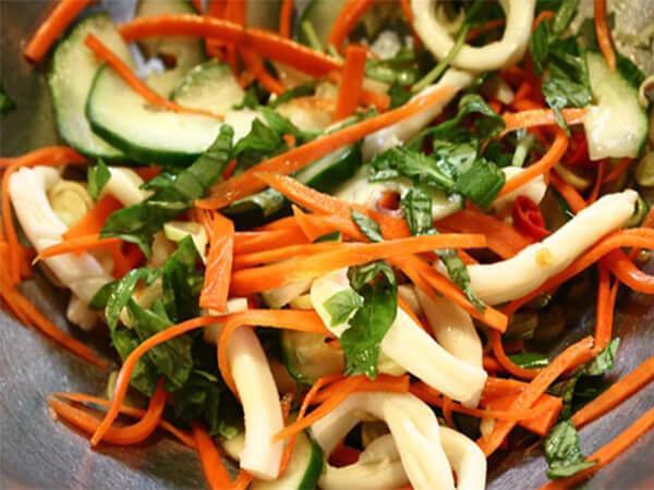 Gỏi cà rốt dưa chuột cho người bệnh tiểu đường