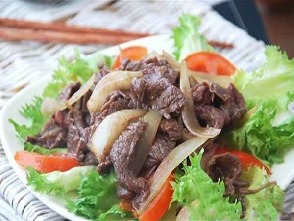 Thịt heo xào hành tây là 1 trong những món ăn tốt cho người tiểu đường