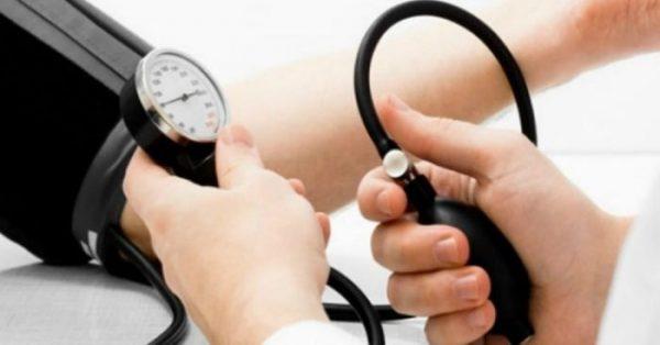 Cách phân biệt hạ đường huyết và tụt huyết áp