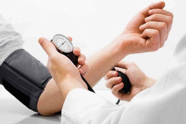 Cách phòng tránh hạ đường huyết và tụt huyết áp